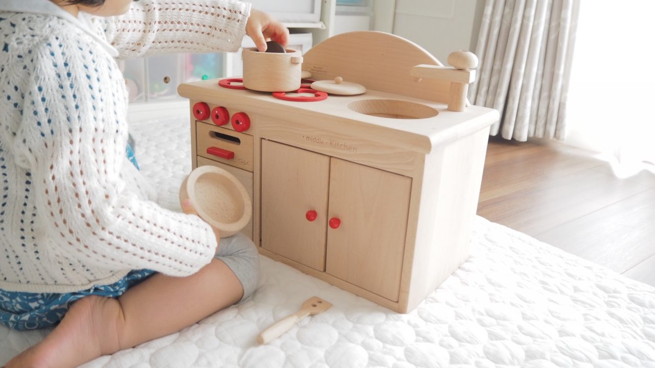 2歳のお誕生日にtontonのままごとキッチン、ミドルキッチンセット